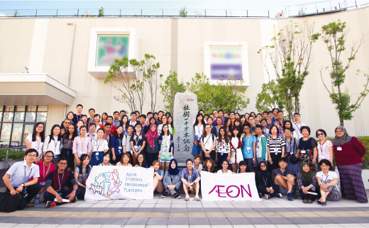 Visit of Aeon Mall Makuhari New City to learn about Aeon's environmental conservation and social contribution activities.
