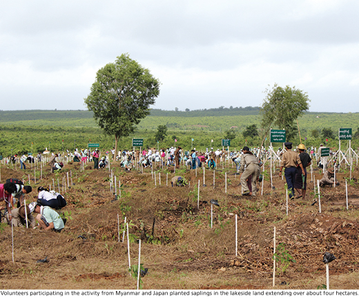 Volunteers participating in the activity from Myanmar and Japan planted saplings in the lakeside land extending over about four hectares.