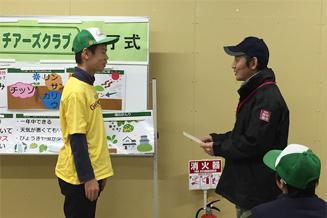プログラムの修了式にて、イオンアグリの福永社長より1人ずつ修了証を授与いただきました。